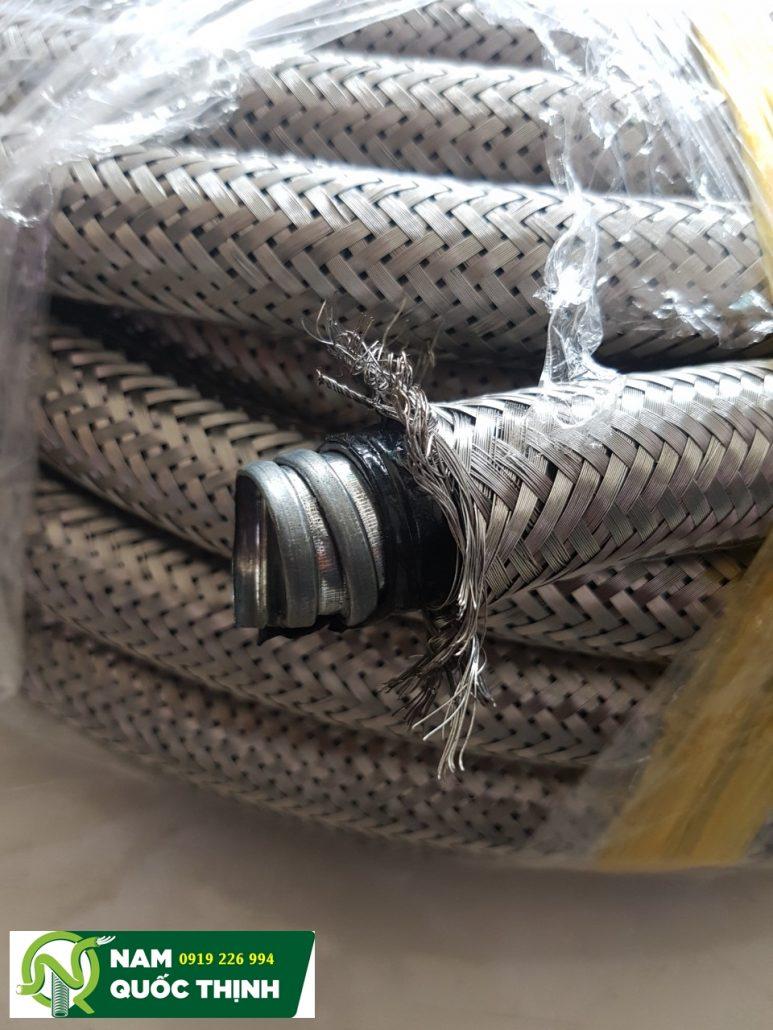 Ống ruột gà lõi thép bọc nhựa lưới inox